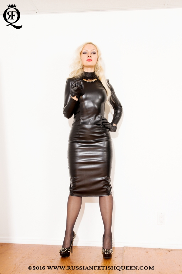 Alya leather domina